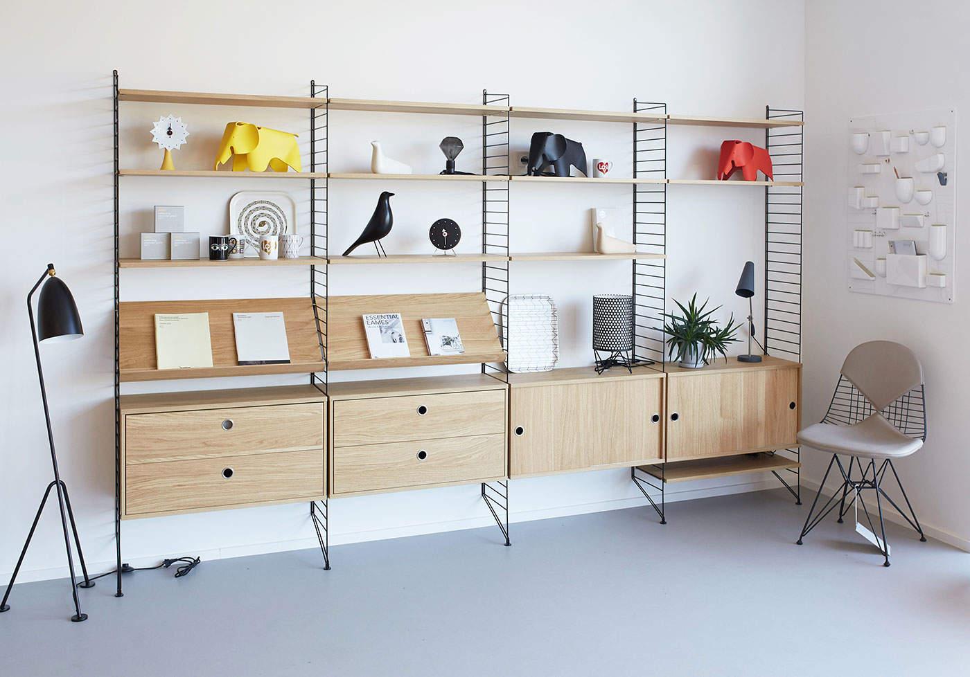 Policový systém String v showroomu DesignVille
