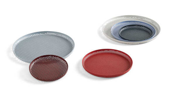 Tácy Perforated Tray od HAY